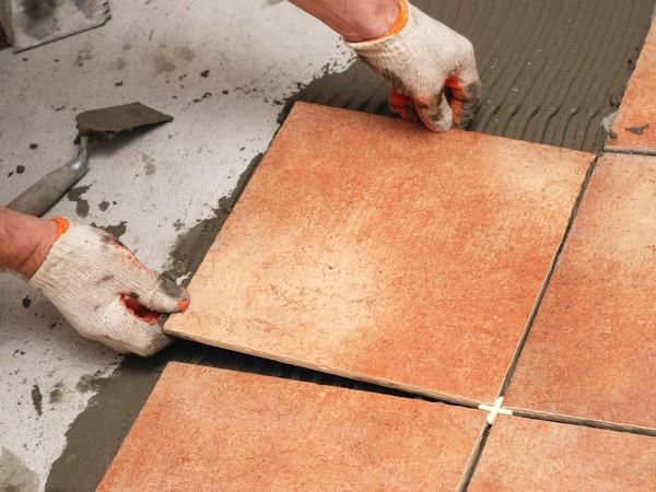 Сколько сохнет плитка на полу после укладки и что на это влияет больше всего?