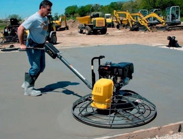 Для окончательной затирки бетона используют так называемые вертолеты