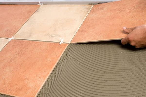 То, как долго будет сохнуть плитка, во многом зависит и от влажности в помещении