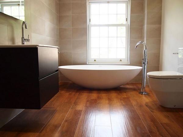 Водостойкий ламинат больше подходит для ванной комнаты