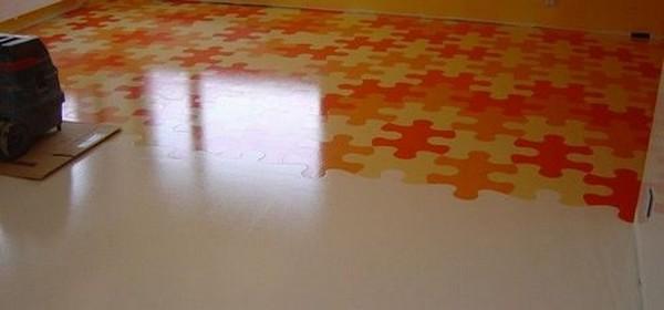Наливной полиуретановый пол нескользкий, так что риск травмы минимален – таким материалом можно покрыть даже лестницу