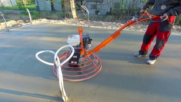 Рекомендуется не проводить затирку бетона при температуре ниже 5 градусов Цельсия