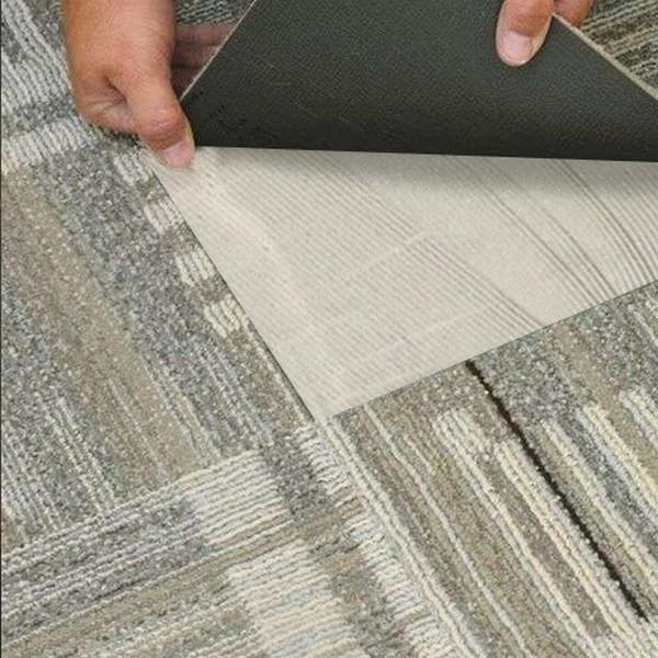 Очень важно правильно подобрать клей для фиксации ковровой плитки