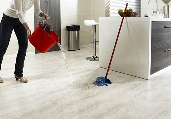 Для ванной комнаты лучше выбирать водостойкий ламинат 32-33 классов