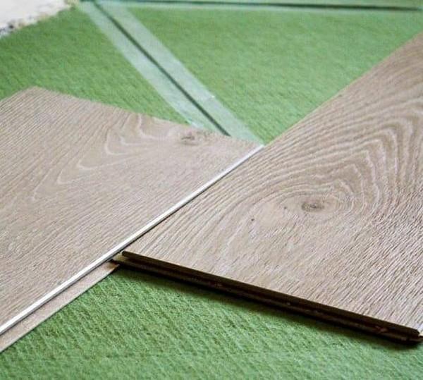 Довольно популярная хвойная подложка под ламинат, которая хоть и имеет немалую цену, но полностью экологична