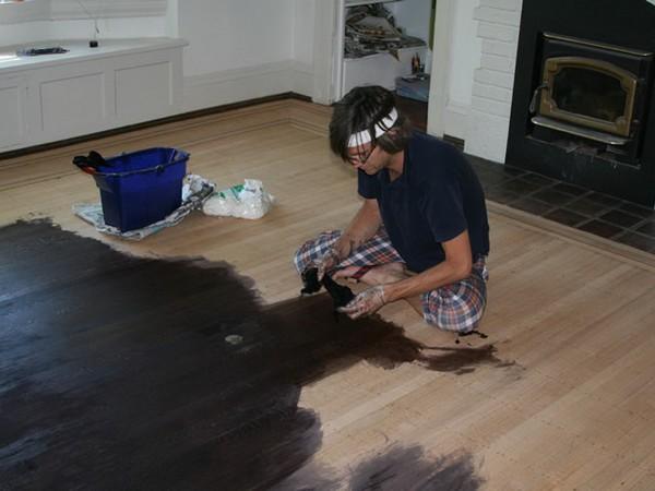 Масляные краски можно использовать для покраски пола и в неотапливаемом жилье