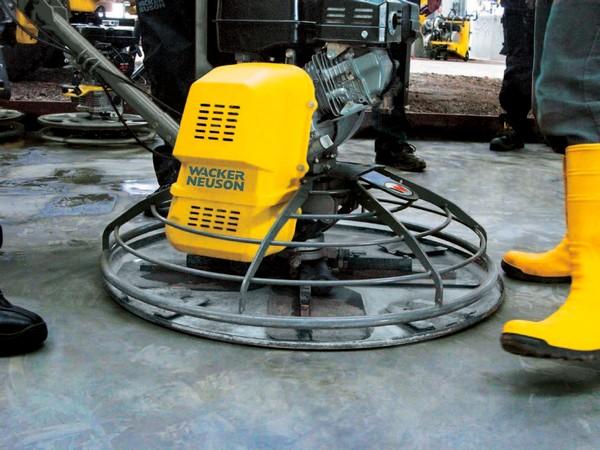 Добиться качественной затирки бетона, уплотнения цемента можно только при использовании специального оборудования