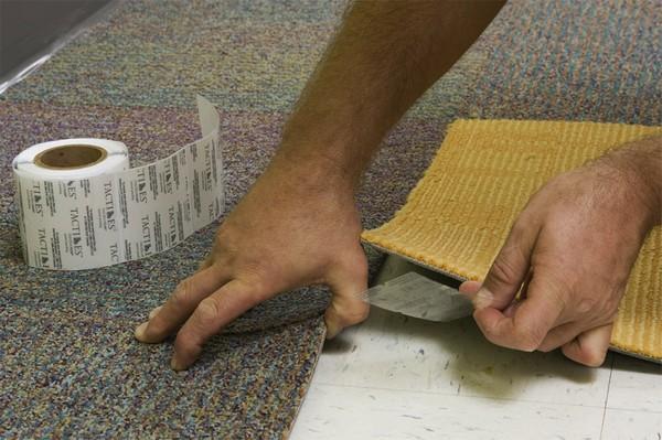 Нужно создать подходящие условия для работы – поддерживать в помещении подходящую температуру, влажность, подготовить поверхность (убрать мыль и мусор)