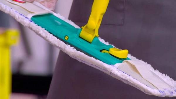 Флаундер не оставляет следов и разводов на напольном покрытии