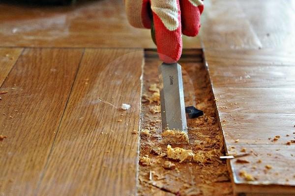 Очистка поверхности после демонтажа доски
