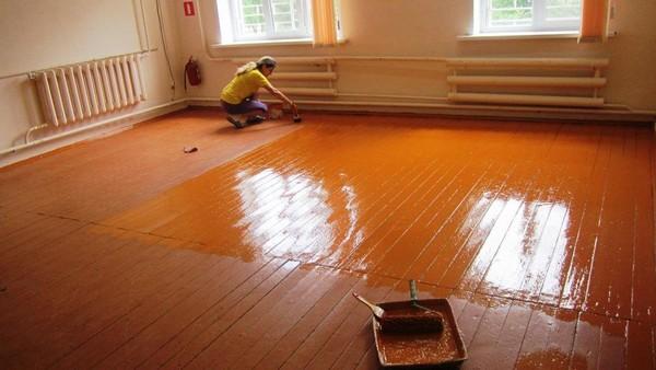 Важно, чтобы цвет краски для пола подходил под общий дизайн помещения