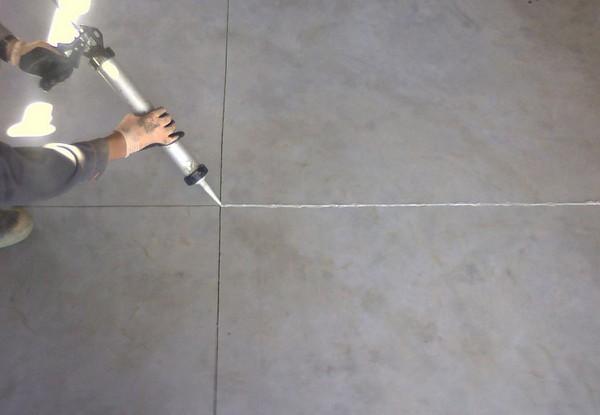 Чтоб защитить швы, используют специальные герметизирующие составы