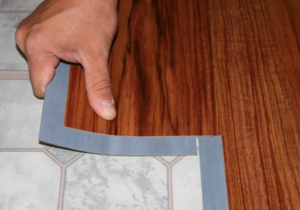 Можно положить ламинат прямо на старое покрытие, если его состояние нормальное