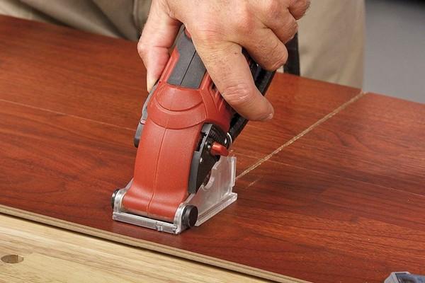 Использовать можно любой инструмент, главное – иметь навыки работы с ним и правильно подготовиться к нарезке ламината