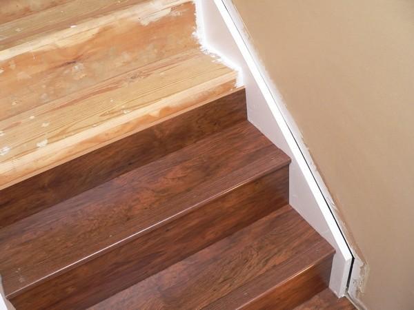 Отделать лестницу ламинатом вполне возможно и своими руками, если учитывать технологию и особенности покрытия