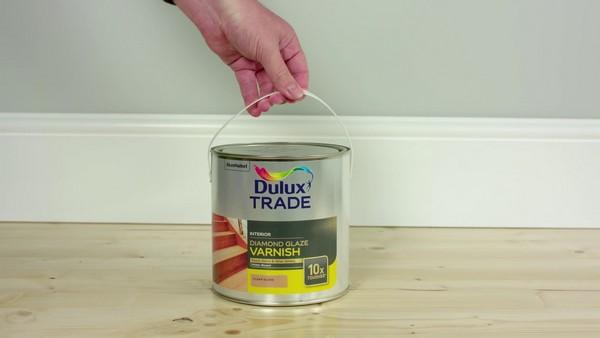 Можно использовать также лак на водной основе Dulux Diamond Glaze