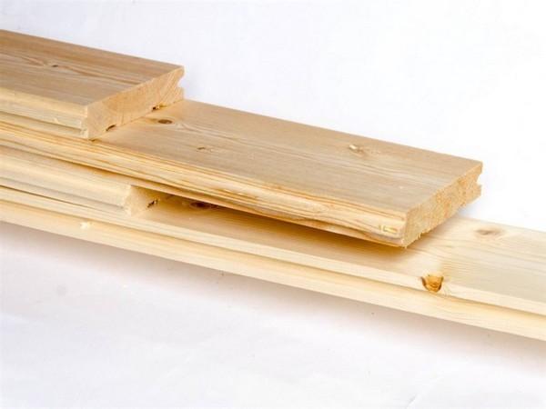 Шпунтованные доски из дерева хвойных пород стоят недорого, хорошо сохраняют тепло, но их легко повредить