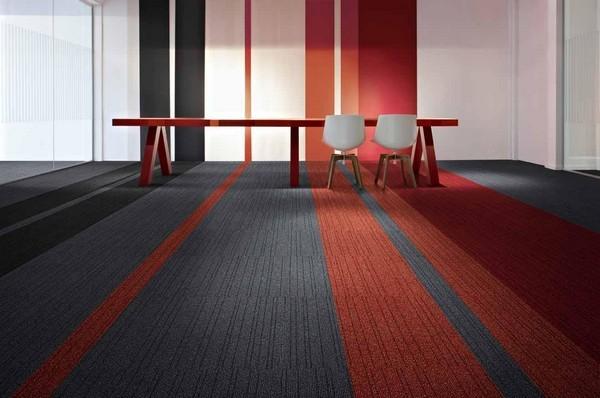 Такой материал можно использовать в жилых помещениях, а также в офисах, кафе, магазинах