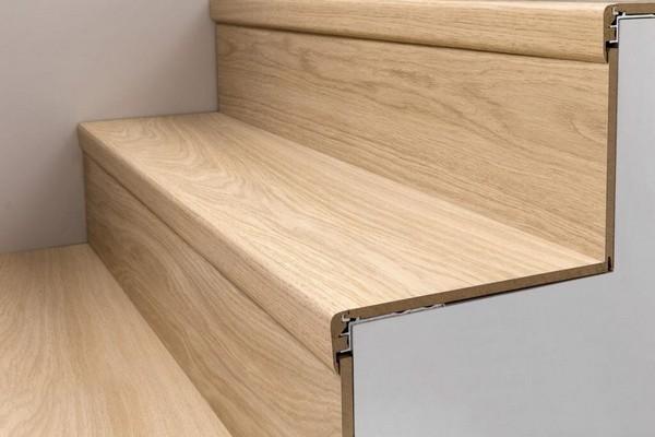Ламинат имеет невысокую цену и эстетичную привлекательность, к тому же его монтаж довольно прост, поэтому он является довольно популярным материалом