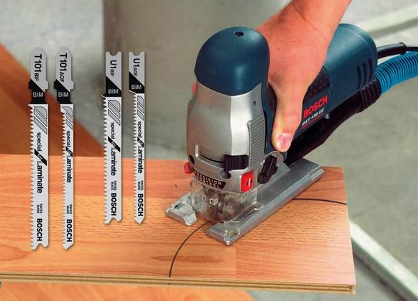 Резать ламинат лучше с помощью электролобзика