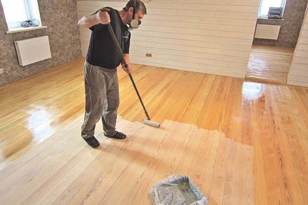 Можно использовать только лак, не нанося краску, - это придаст красоты древесине, но не защитит ее в должной мере