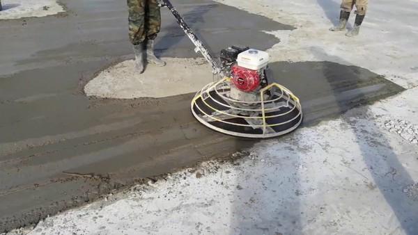 Для обработки «сложных» мест используют небольшое оборудование с диском до 60 см