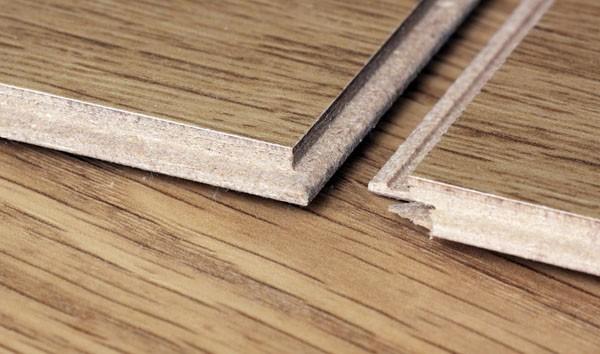 При покупке материала нужно обращать внимание на класс материала, его ширину, толщину, гарантийный срок и проч.