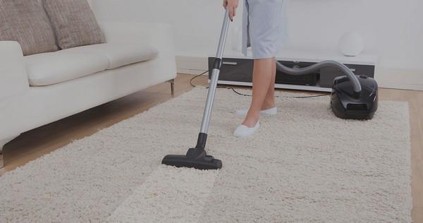 Синтетические ковры чистить проще всего, и обычно хватает только пылесоса