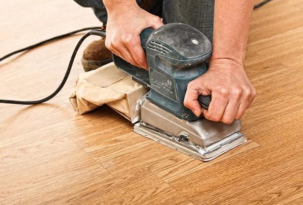 Электрическим рубанком можно не только провести циклевку, но и отшлифовать поверхность