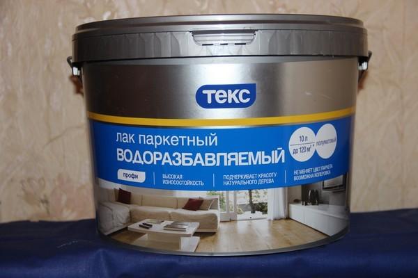 Часто используют лаки на водной основе, но их не стоит использовать, есть паркет изготовлен из сосны, бука, граба