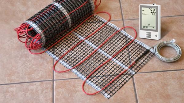 Электрический теплый пол не рекомендуют использовать вместе с линолеумом, однако иногда это все же возможно