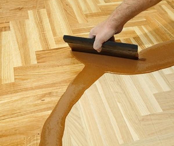 Шпаклевка может иметь разную консистенцию и может наноситься на большие участки покрытия или же на отдельные швы