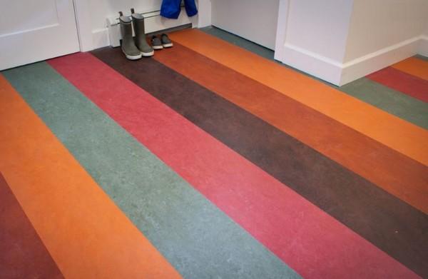 Важно подбирать форму и цвет линолеума, опираясь на характеристики помещения