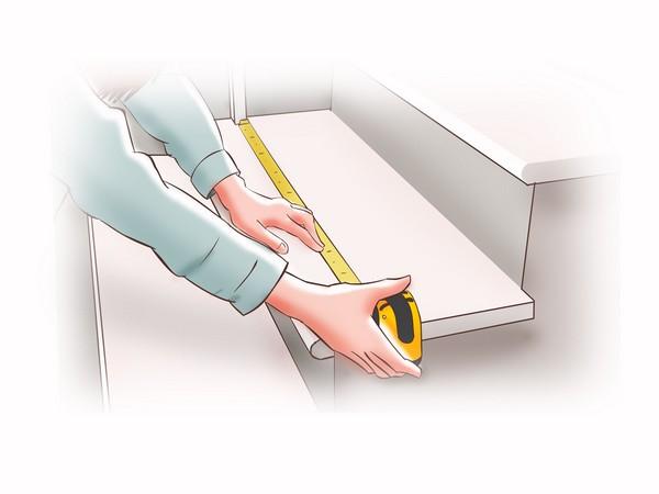 Перед укладкой материала нужно замерить размеры ступеней