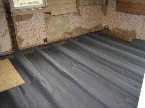 При выборе материала нужно учитывать прочность, способность пропускать воздух и удерживать воду