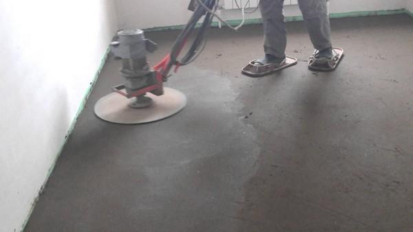 Когда следов от дисков на цементе не останется, можно считать, что с грубой отделкой покончено