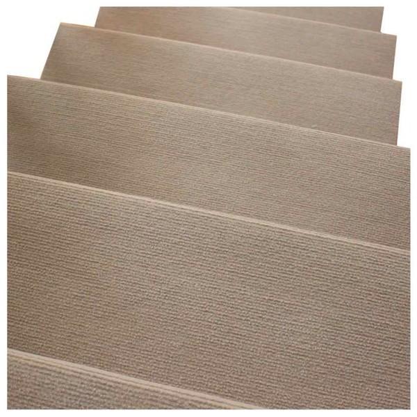 Перед тем как будет положен ламинат, нужно разместить подложку, которая необходима для шумоизоляции и защиты самого ламинированного покрытия