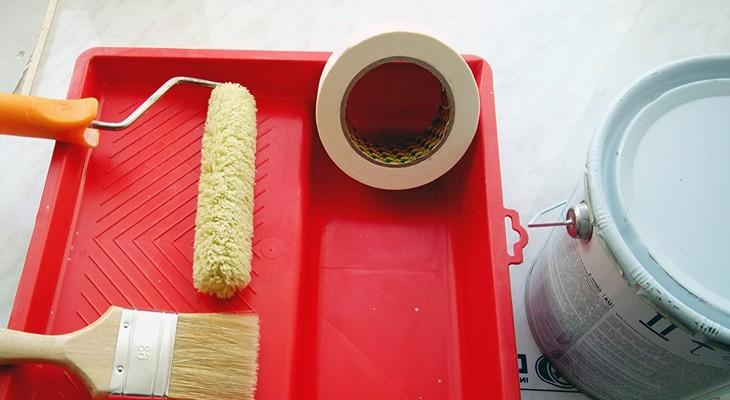 Подготовка инструмента к покраске линолеума